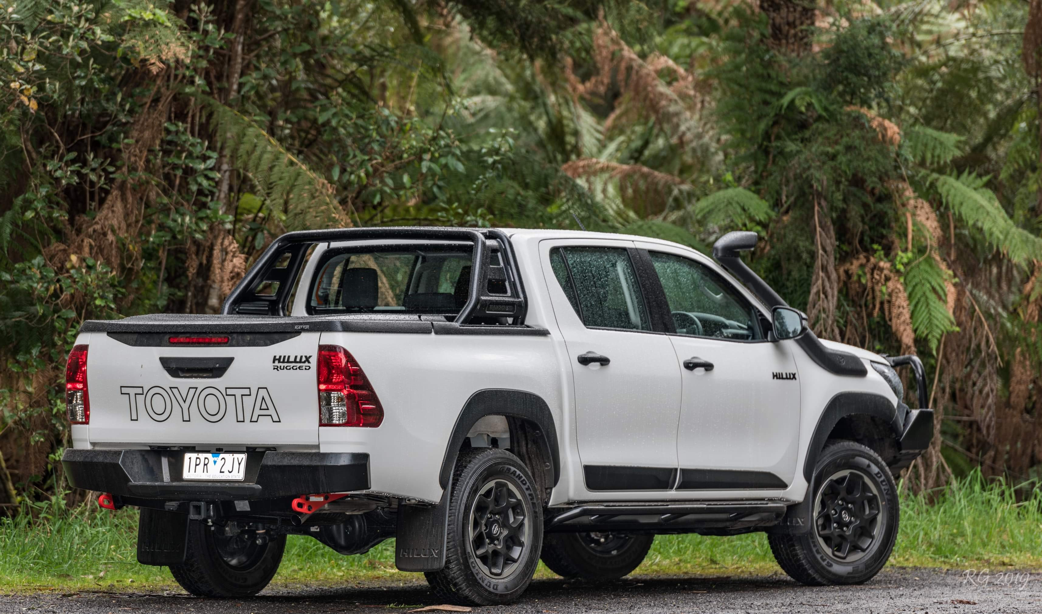 Toyota Rugged-X -Ute lid + E Series Fully Automatic.