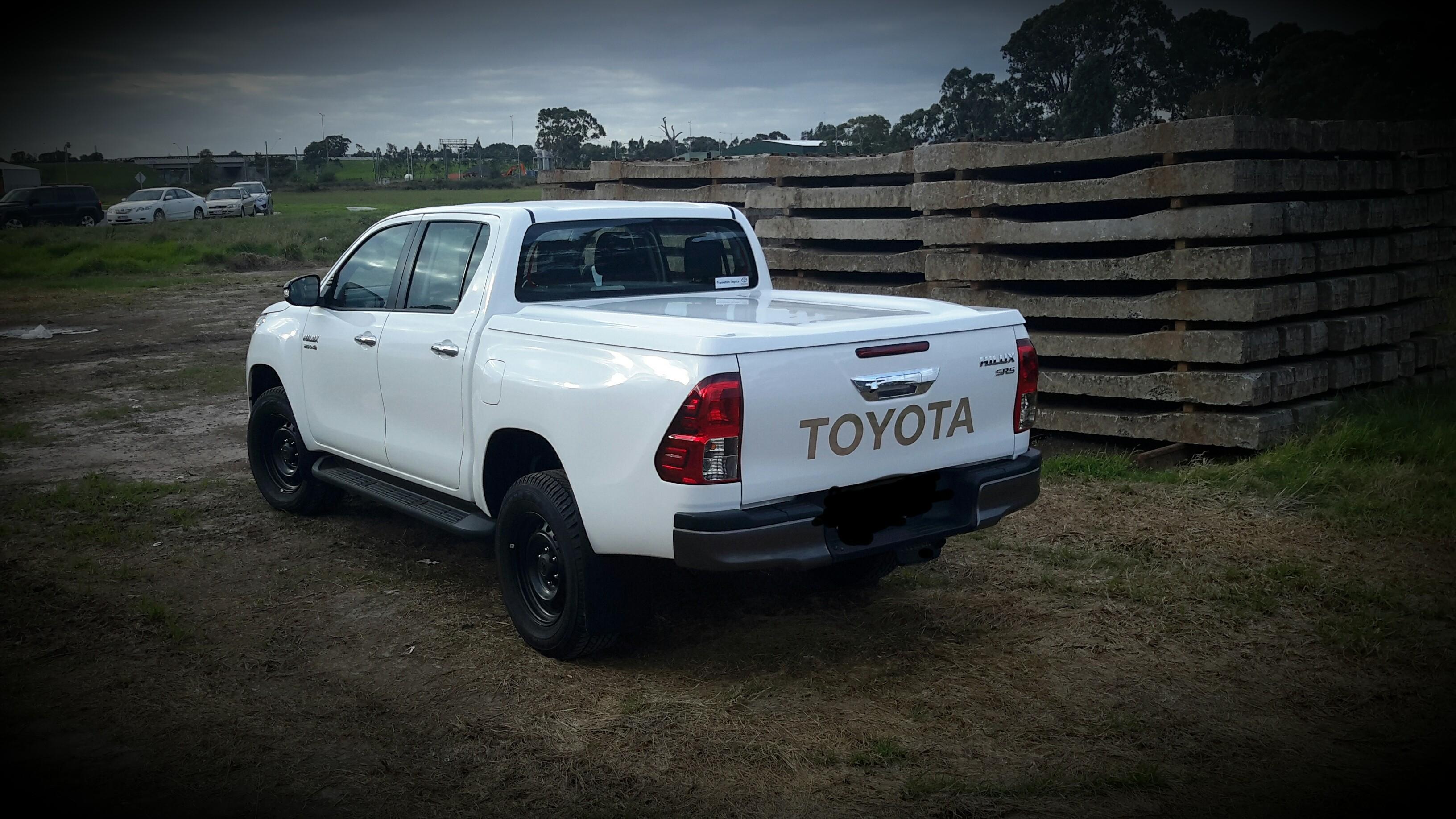 Toyota Hilux - SR5 N80 1pce+ XP